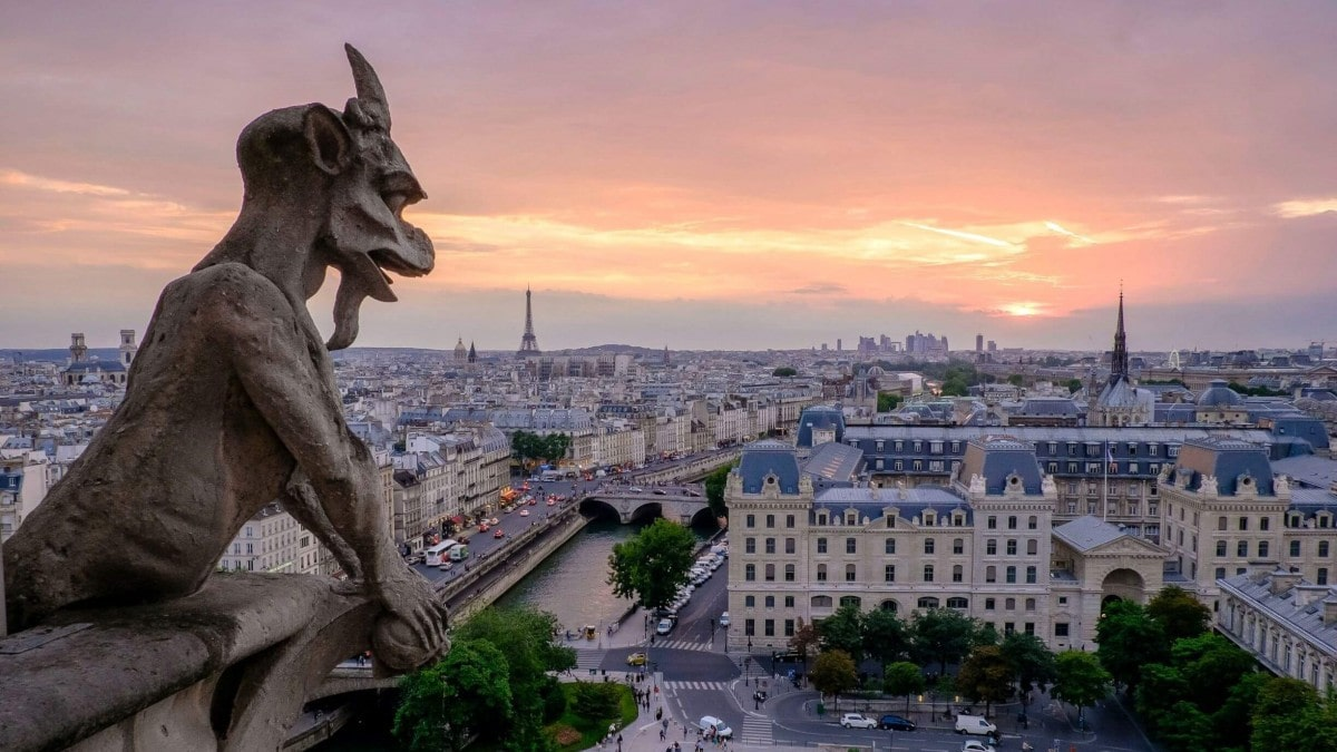 Paris in 2 days - Gargoyle from Notre Dame