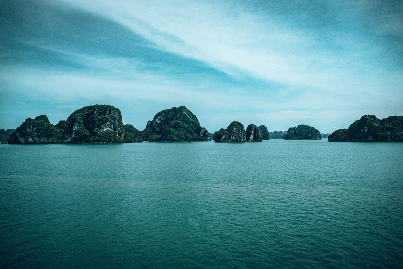 Bai Tu Long Bay Tour scenery