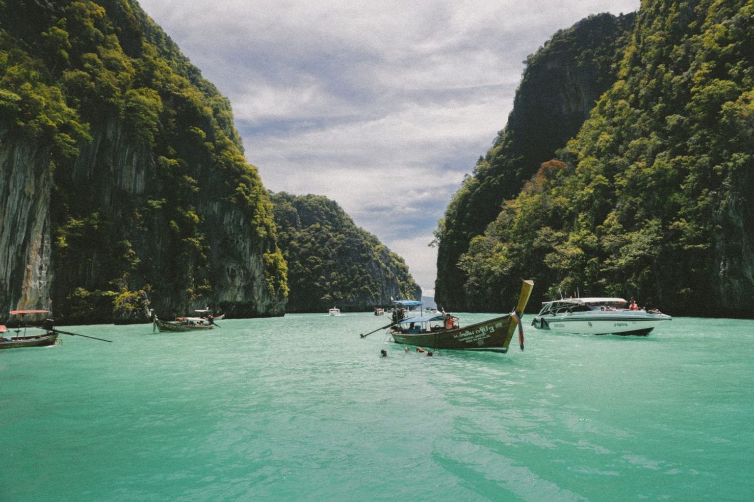Picture of boats on the water in Phi Phi Islands, Thailand