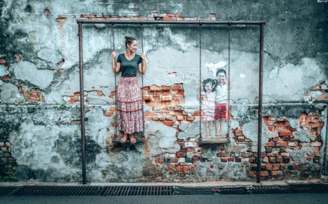 Penang Street Art Map - Brother and sister on a swing