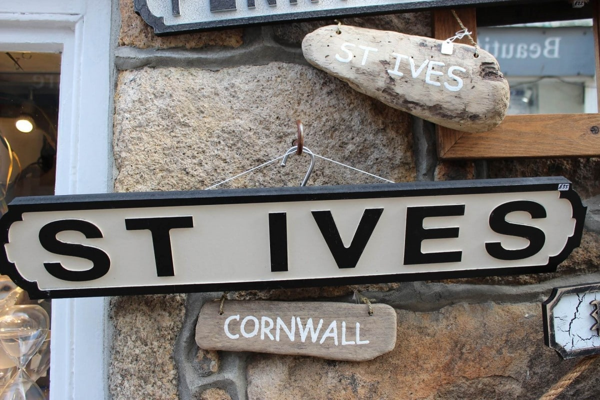 Cornwall Itinerary - London to Cornwall road trip - St Ives Sign